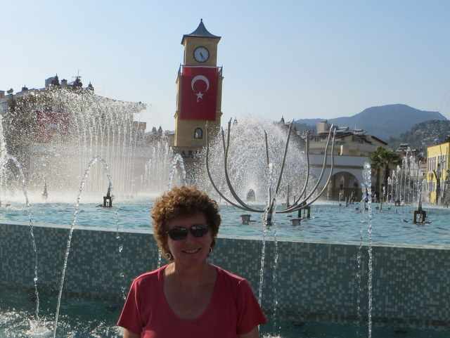 Laura in public square, Marmaris