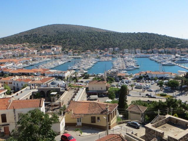 Çeşme marina and town