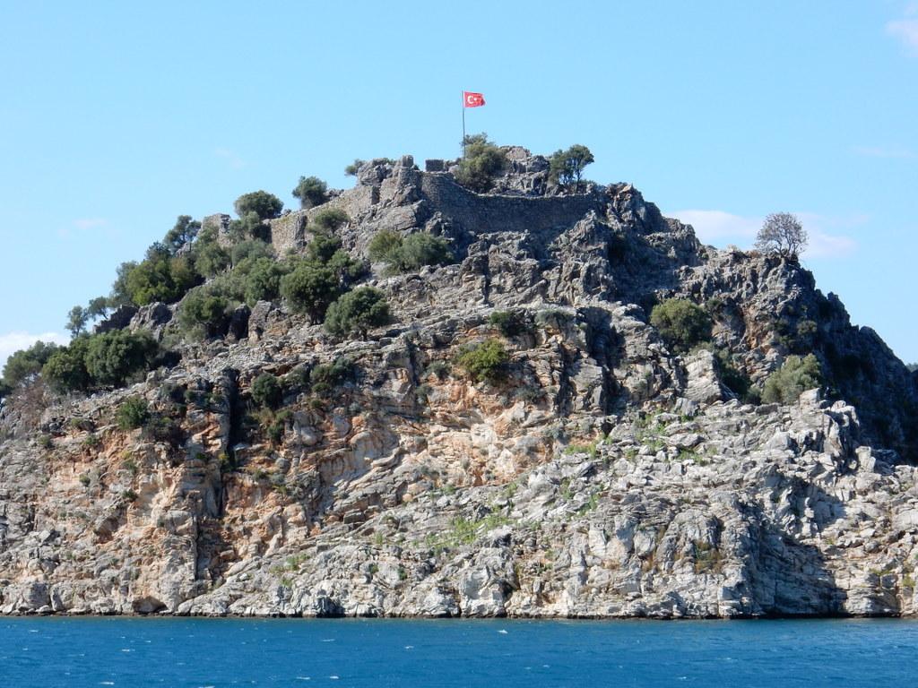 Ruins of fort at Keçi Bükü