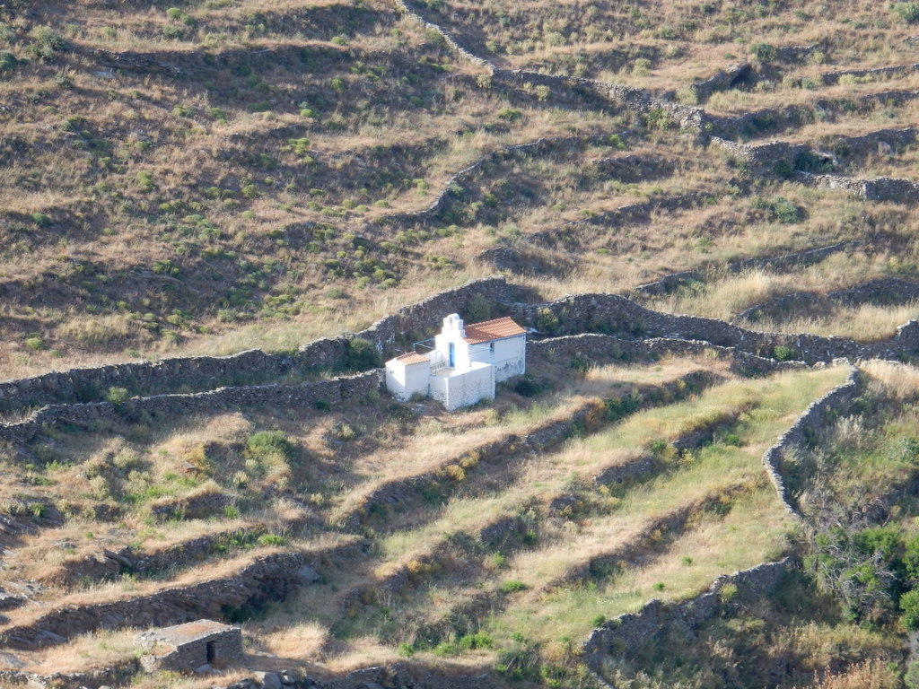 View of church from hhike above Ayios Stefanos (Kythnos)