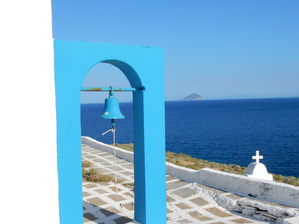 Small church on tiny island in front of Ayios Stefanos, Kythnos